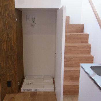 キッチン横の階段から・・・