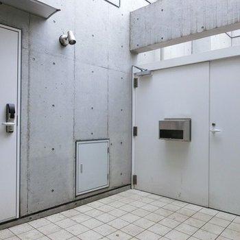 門扉があってリッチな入口です。※写真は前回募集時のものです