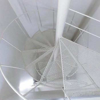 階段を上から見るの好き