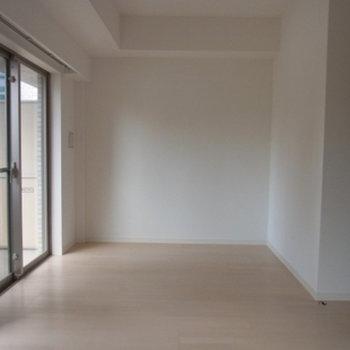 窓面が広いお部屋になります