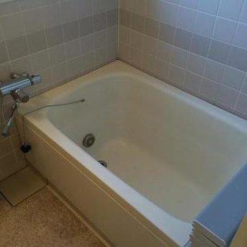 既存お風呂にシート張りしてキレイに仕上げます