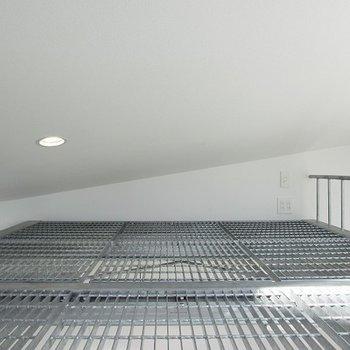 鉄格子のロフト部分。天井はちょっと低め