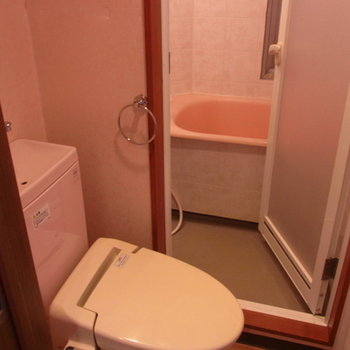 ウォシュレット付きトイレと風呂場