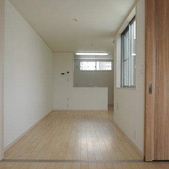二階のリビングと寝室です。