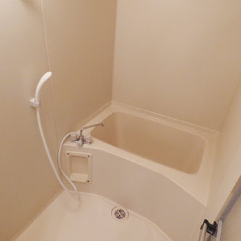 お風呂はいたって普通にきれい