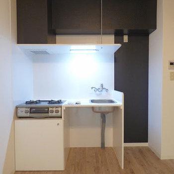 2口ガスコンロのシンプルキッチン