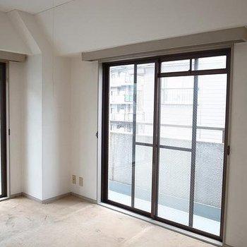 こちら4階のビフォア。バルコニーに囲まれています。