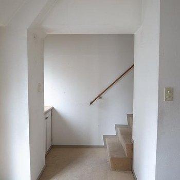階段こんな感じ。※ビフォアです