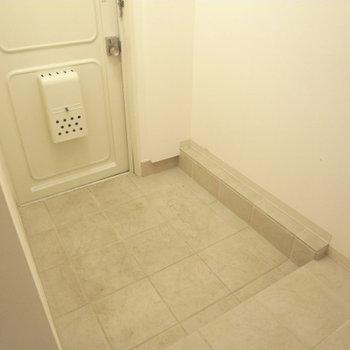 玄関に靴箱が無いので注意です