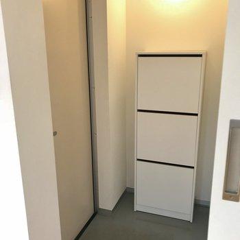段差の低い玄関は、清潔感が保たれています。