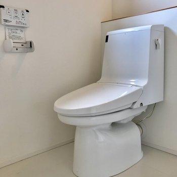 トイレと洗面所、洗濯機置き場は、一体になっております。