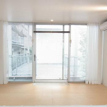 玄関側。1,2階両方エアコン完備