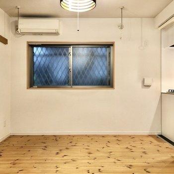 無垢床の自然派な雰囲気。