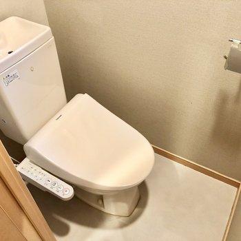 トイレは温水洗浄便座になっています。