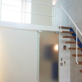 2階部分に続く階段♪