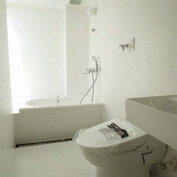 バストイレ明るくて綺麗!!