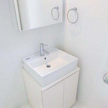洗面台もイマドキでステキ。