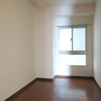 こちらは小部屋、書斎や納戸として使えますね※写真は工事前