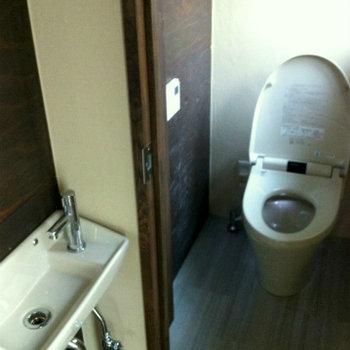トイレに専用の洗面台