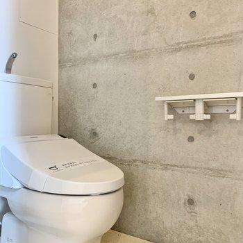 トイレも右側に並んでいます。