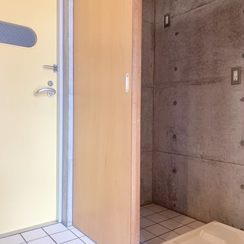 スライド式のドアで目隠しできます。