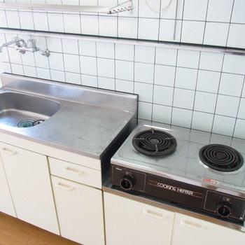 キッチンは広めだけど、電熱式