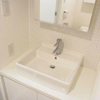 独立洗面台もあります♪(写真は別室です)