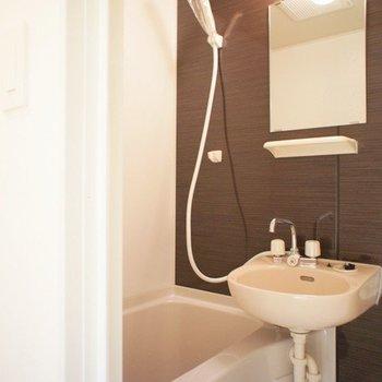 お風呂はシックな印象※写真は前回募集時のものです
