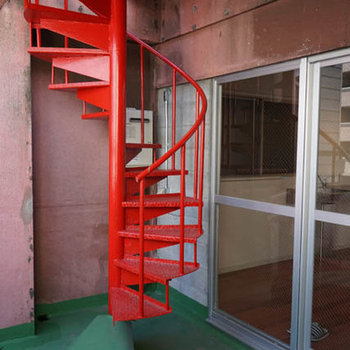 螺旋階段で屋上へ。