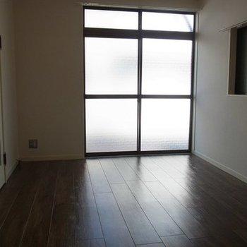1階の洋室は6帖ほど。
