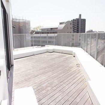 地上5階の広々バルコニー