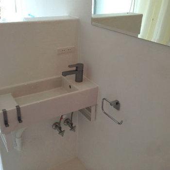 洗面台もおしゃれ(A号には鏡が付いておりません)