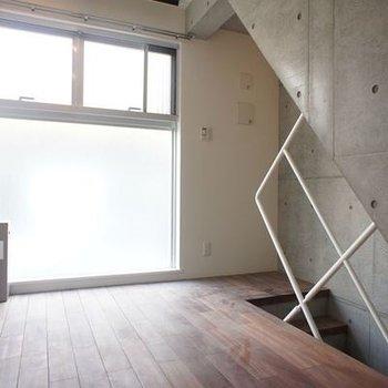 二階は明るい空間※画像は別室です。