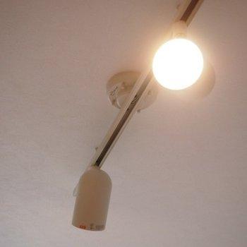 ライティングレールがお部屋を照らしてくれます。※写真は前回募集時のものです