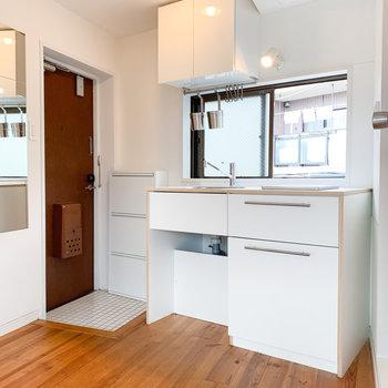 キッチンはコンパクトながら収納力があります。