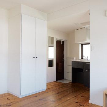 白塗装と無垢床の相性がいいですね