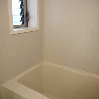 お風呂場に窓があるのはポイント高いですね