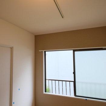 ライティングレールでお気に入りの照明を好きな位置に◎※クリーニング前の写真です。