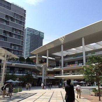 川崎のラゾーナ。かなり大きな商業施設です。
