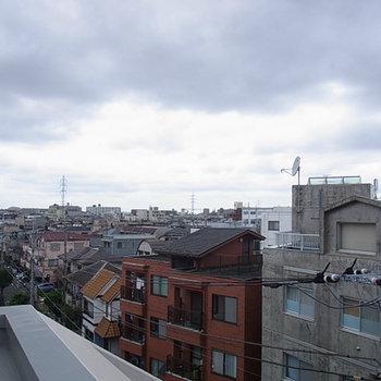 周りは高い建物が無く気持ちがいいです。※写真は前回募集時のものです