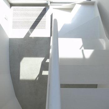 上から玄関を見下ろす