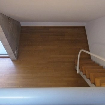 2階部分から見た洋室