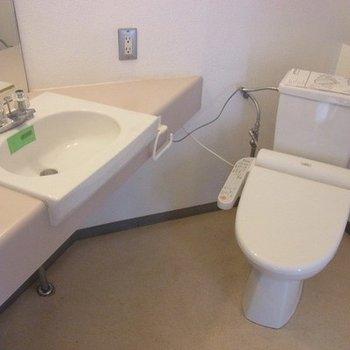 同じ空間に洗濯機置場もあります