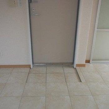 玄関、狭いです。。