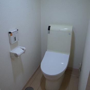 リモコン付きトイレ、スタイリッシュです。※写真は前回募集時のものです。