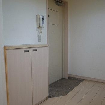 玄関には靴箱があります。※写真は前回募集時のものです。