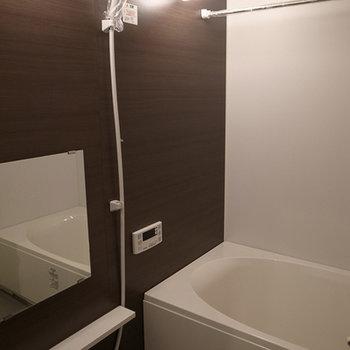 追い焚きと浴室乾燥機能完備(写真は別部屋です)