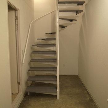 1階の土間はフローリング使用に変更します。