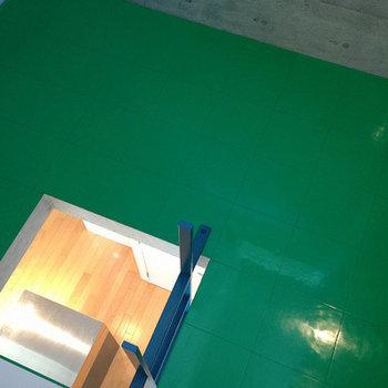 ロフトの床がグリーン。体育館っぽい。※写真は前回募集時のものです。