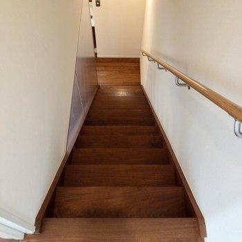 階段を降りて、1fへ。